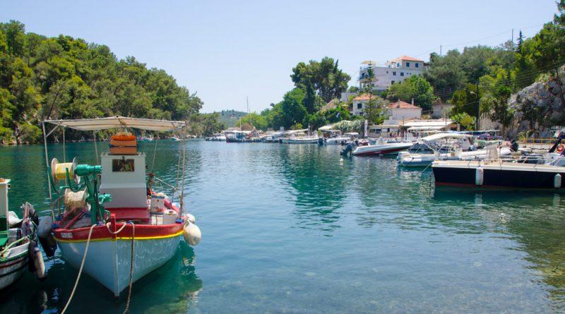 Het haventje van het eilandje Paxos.