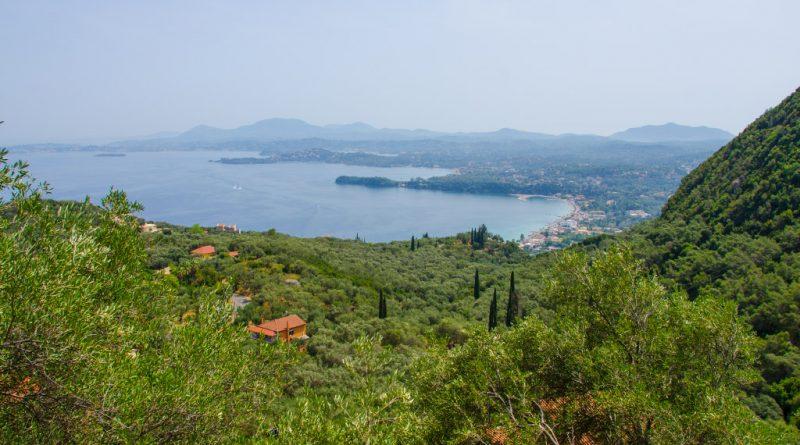 Uitzicht over de baai van Gouvia.