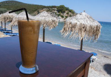 Verkoelende Griekse ijskoffie (frappé) recept