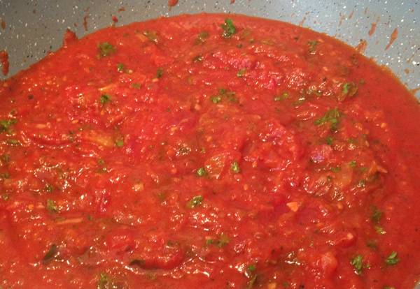 Tomatensaus voor de gigantes plaki