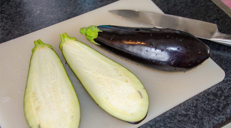 Halveer de aubergines