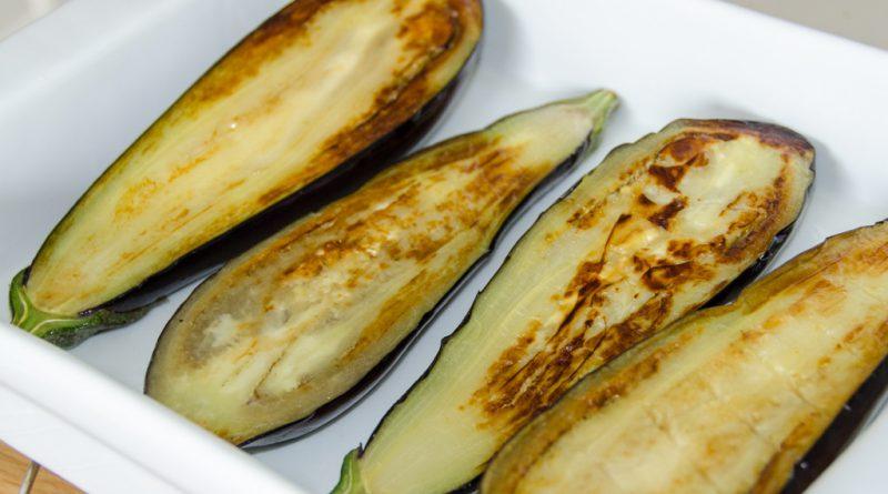 Laat de aubergines zacht worden in de oven
