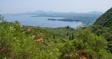 Uitzicht over de baai van Gouvia