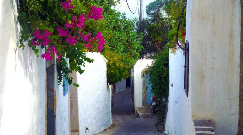Eén van de vele doolhofstraatjes op Patmos
