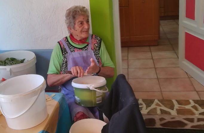Oma in de keuken