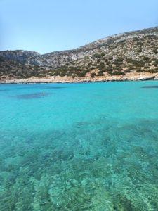 De prachtige blauwe zee rondom Lipsi
