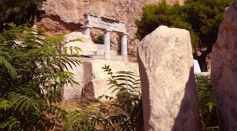 Het heiligdom Asklepios aan de voet van de Akropolis in Athene