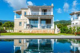 Kleinschalige accommodatie White Villas in Karavomilos